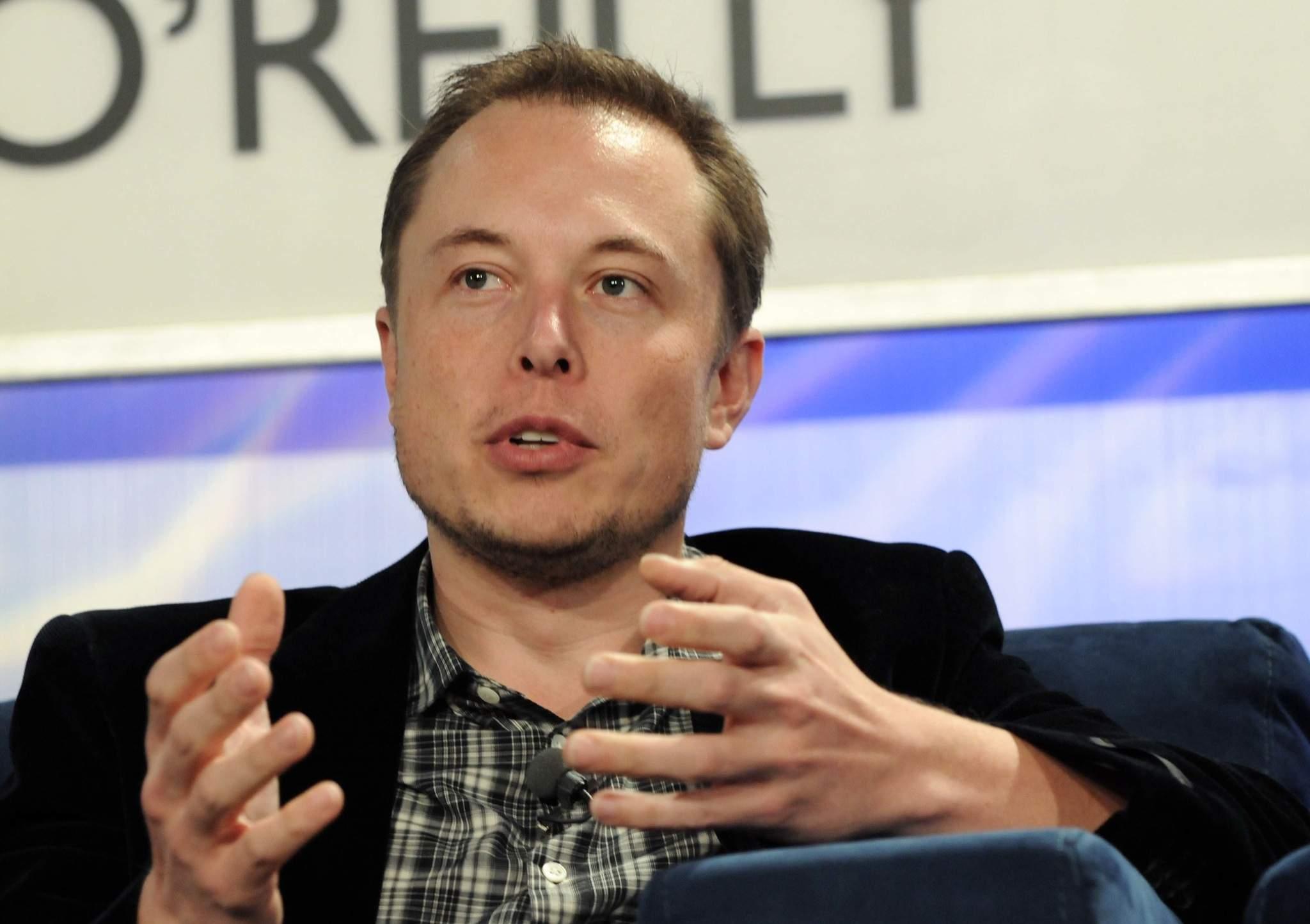 Hackers invadem perfil de Elon Musk no Twitter e divulgam golpe com bitcoin