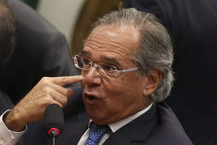Bolsonaro e Paulo Guedes assinam medida provisória da Liberdade Econômica