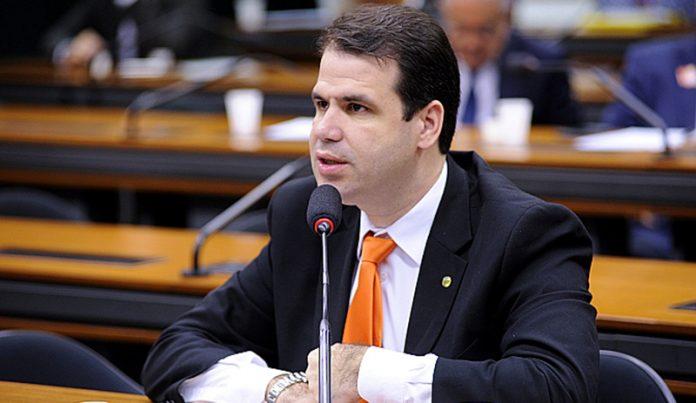 Deputado que quer CPI das criptomoedas convoca Ronaldinho Gaúcho para audiência