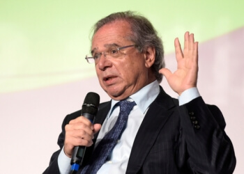 Ministro da Economia Paulo Guedes durante conferência de imprensa, em maio de 2019 (Foto: A.RICARDO/Shutterstock)