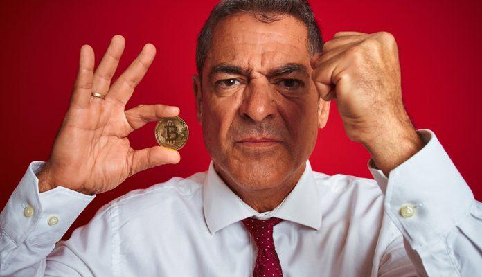 Idoso é enganado por amante da esposa e perde R$ 490 mil em golpes com Bitcoin