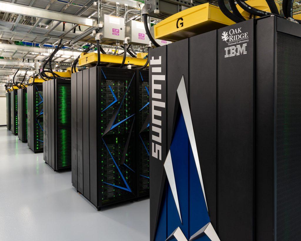 O supercomputador Summit, desenvolvido pela IBM, que foi superado pelo Sycamore.