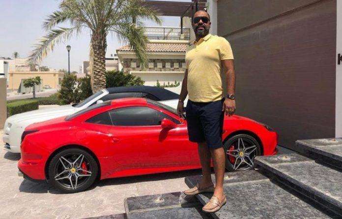 Criador da pirâmide com bitcoin D9 leva vida de luxo em Dubai após dar calote em milhares de pessoas