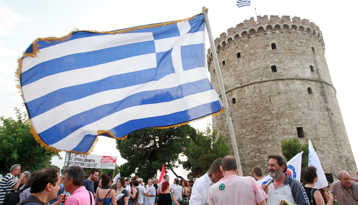 Governo da Grécia quer multar quem não usar 30% do salário em transferências eletrônicas