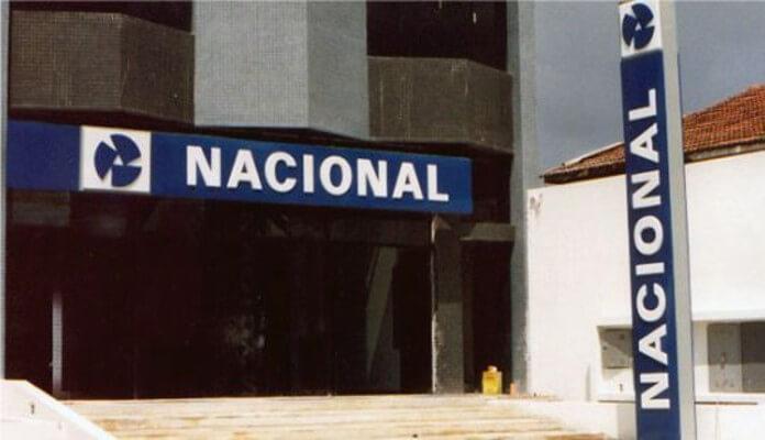 Fachada de uma antiga agência do Banco Nacional, que faliu em 1995