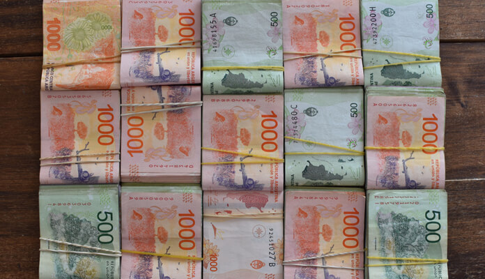 Argentina imprime dinheiro 24 horas por dia e mesmo assim falta dinheiro nas ruas